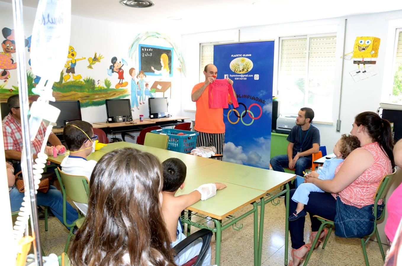 Más 580 niños han asistido al aula de enseñanza compensatoria del Hospital Materno-Infantil