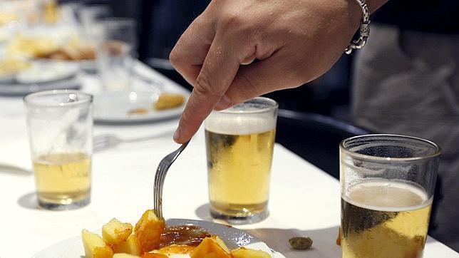 Efecto aperitivo: el alcohol hace que comamos más