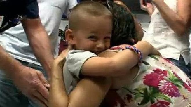 """Un niño con espina bífida da sus primeros pasos: """"Es el día más feliz de mi vida"""""""