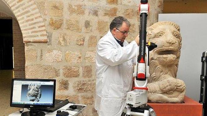 El Ayuntamiento retrasa la reproducción del León de Cástulo hasta el próximo año