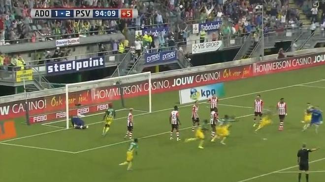 Impresionante: Golazo del portero del Den Haag de tacón y en el último minuto