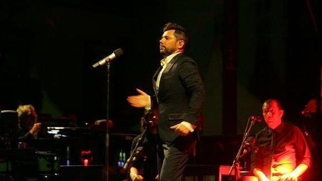 Miguel Poveda pone en pie al Festival Flamenco con un recital de casi tres horas