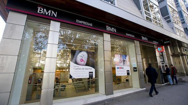 Comisión en los cajeros: BMN y otros 12 bancos no cobrarán recargo