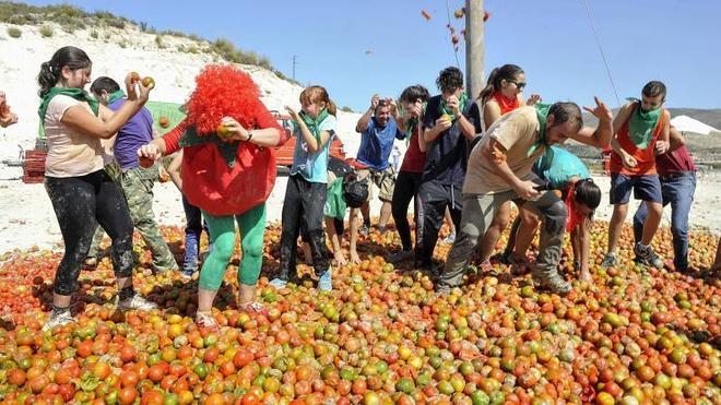 Tomatina 'a la granadina': Arenas del Rey estrena su gazpachina