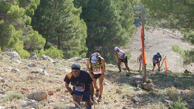 Larrocha y Esther Sánchez ganan la Sagra Sky Race