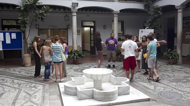 El Centro de Lenguas pierde alumnos en los cursos de español y de inglés