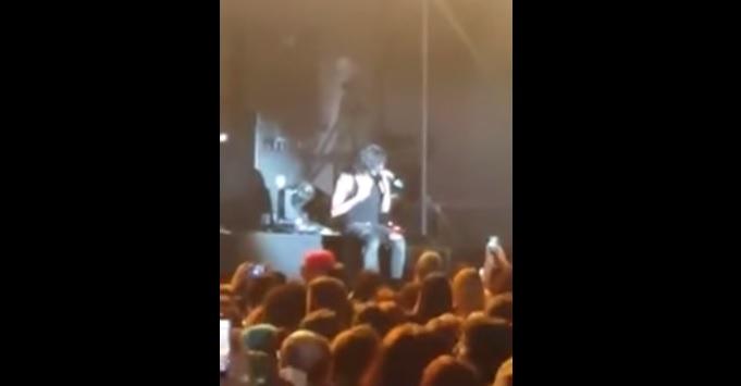 Tremenda caída de espaldas de Mario Vaquerizo en pleno concierto