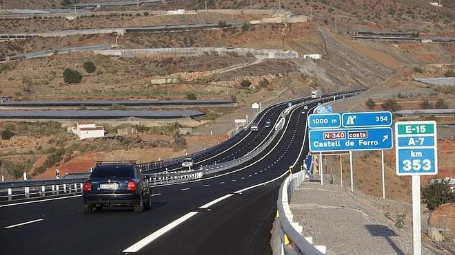 Los vehículos ya circulan entre Carchuna y Castell