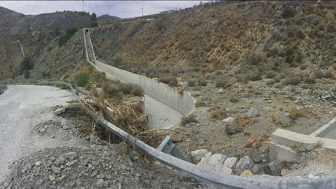 IU denuncia que la mala planificación de la A44 ha provocado daños en el acceso a Ízbor