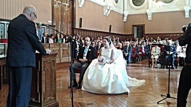 La Diputación celebra la primera boda civil sin aprobar definitivamente la ordenanza