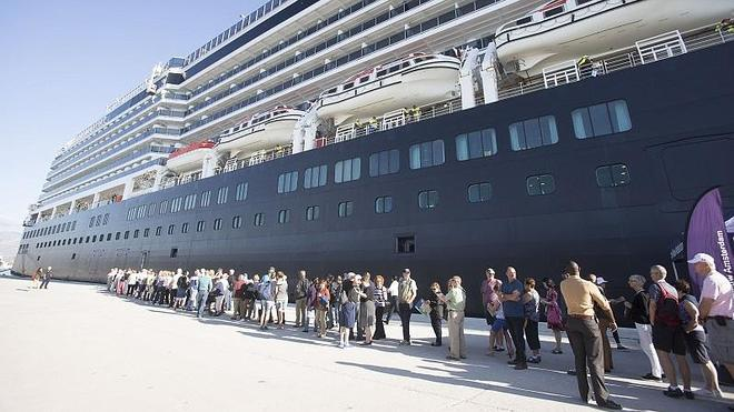 """Un crucero """"cuesta dinero"""" al Puerto pero es """"una responsabilidad con la ciudad"""""""