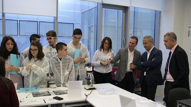 La UJA muestra sus investigaciones a los estudiantes de Bachillerato