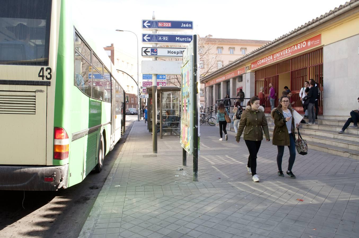 La UGR alerta del peligro que suponen los buses que estacionan junto ...