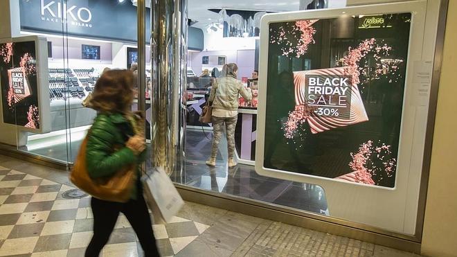 Los comercios de Granada celebran el 'Black Friday' con rebajas de hasta el 70%