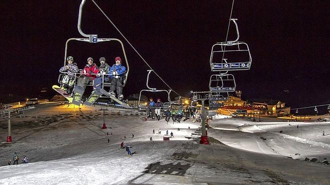 Sierra Nevada cierra el Puente con casi 9.000 esquiadores
