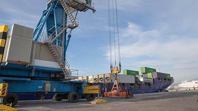 El Puerto de Motril suma una nueva línea regular de transporte de contenedores