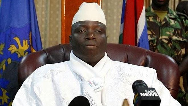 El dictador de Gambia exige a las mujeres quitarse el pantalón y la ropa interior