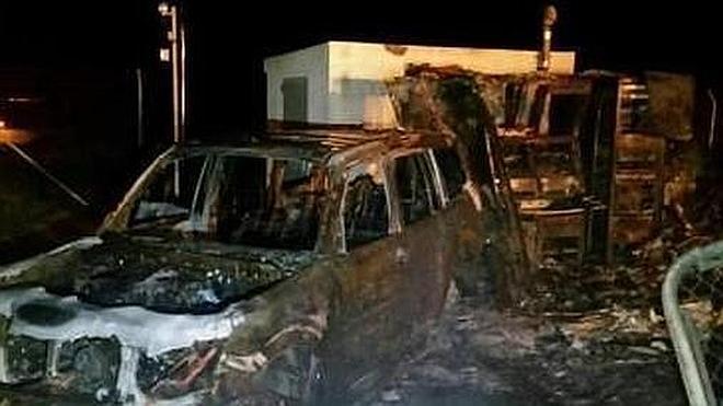 """Un grupo de narcotraficantes sabotea una estación del SIVE con un """"todoterreno molotov"""""""