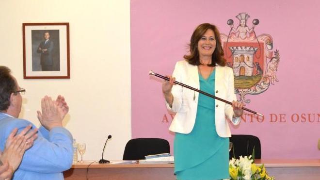 """A la alcaldesa de Osuna le ha tocado: """"Juego de Tronos y ahora esto, que no acabe la racha"""""""