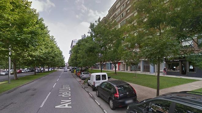 Un niño de 15 años agrede a su novia en la calle y amenaza con un puñal a dos hombres que se lo recriminaron