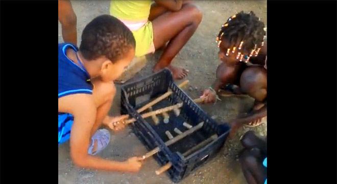 El futbolín reciclado de los niños que no tuvieron regalos de Navidad