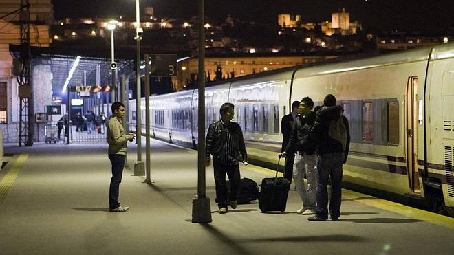 Las obras del AVE en Castellón retrasan a mayo el regreso del tren nocturno Granada-Barcelona