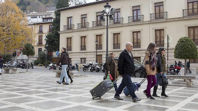 Granada bate su récord histórico en turismo con más de 2,6 millones de visitantes en 2015