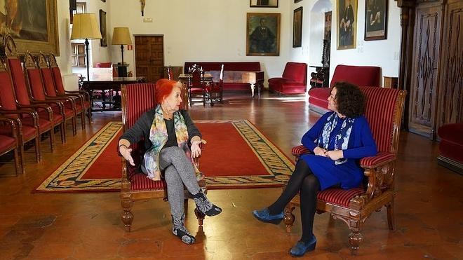 Charla entre la reportera Rosa María Calaf y la rectora de la UGR, Pilar Aranda