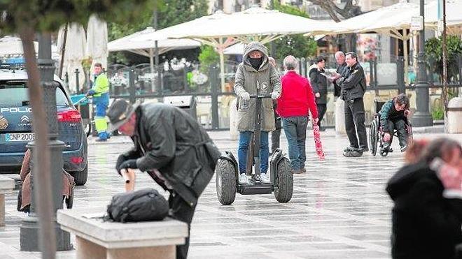 El patinete eléctrico se 'enchufa' al vacío legal de Granada