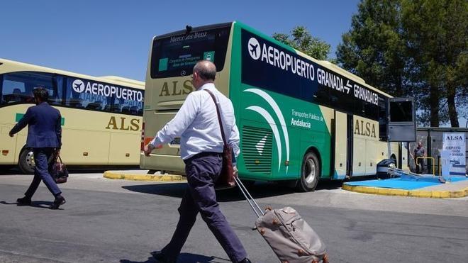 Refuerzan el servicio de autobús entre Granada y el aeropuerto