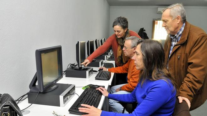 La Diputación de Jaén contratará dinamizadores en centros rurales de internet