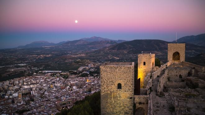 El Ayuntamiento organiza visitas nocturnas al castillo de Santa Catalina a la luz de las velas