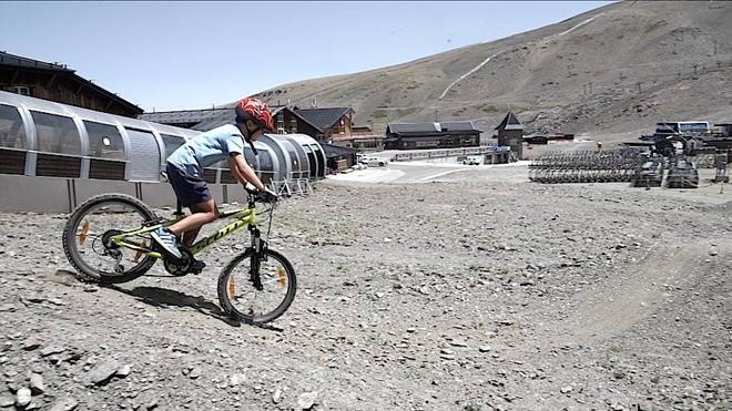 El Bike Park de Sierra Nevada incluye un circuito de descenso para niños