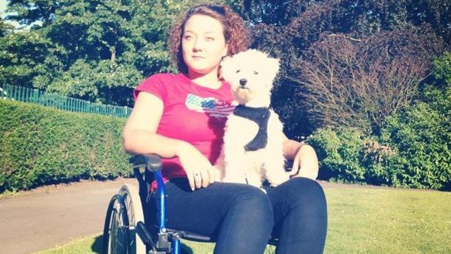 Una mujer se queda parapléjica tras un atracón de queso