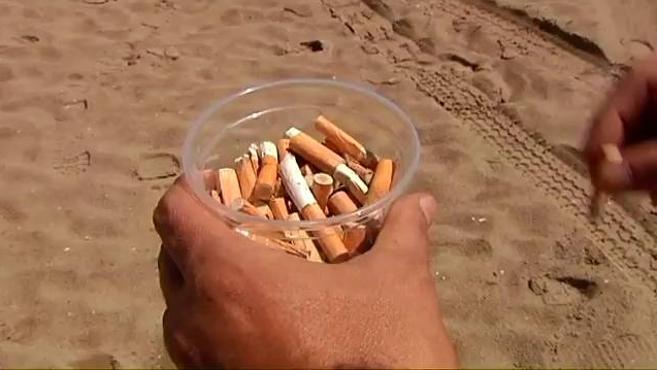 El chiringuito que ofrece una bebida gratis a los bañistas que recojan colillas