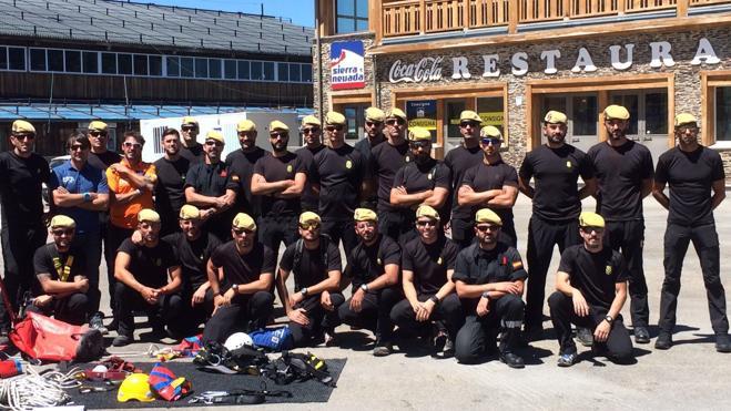 La UME se 'entrena' con el Servicio de Pistas de Sierra Nevada