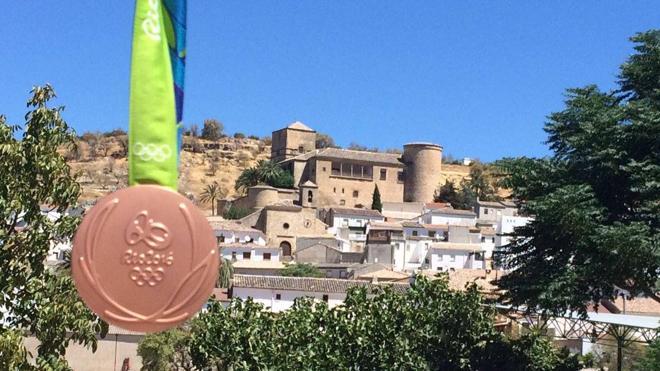 Felipe Reyes dedica la medalla olímpica a su padre en Canena