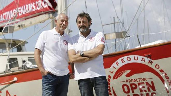 El velero 'Astral' de Lo Monaco ha rescatado a 7.000 refugiados este verano