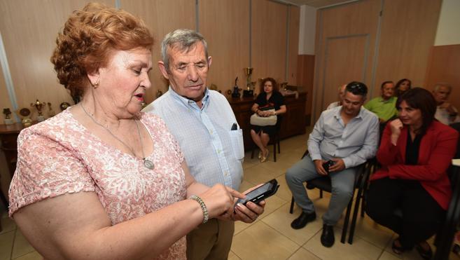 Más de 500 mayores de 36 municipios aprenden a aprovechar al máximo sus teléfonos inteligentes