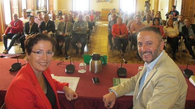 La Junta entrega ayudas a ayuntamientos de Almería para la contratación de desempleados