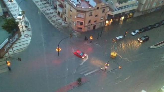 La Guardia Civil busca a vecinos en tejados por las inundaciones en Málaga
