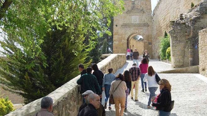 Dos puentes 'de mentira' para el sector turístico en la provincia