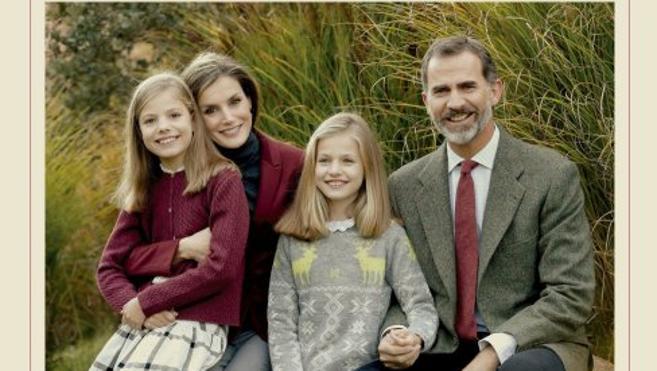 Los Reyes y sus hijas felicitan las navidades