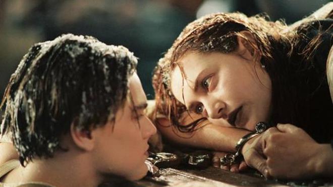 Cameron aclara el mayor misterio de Titanic: por qué Jack no subió a la tabla para salvarse