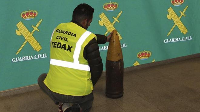 La Guardia Civil desactiva un proyectil de 116 kilos aparecido en un sótano