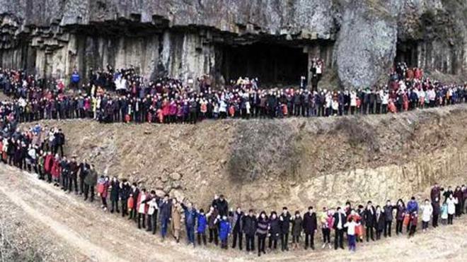 La foto familiar más extensa de mundo: posaron 500 personas