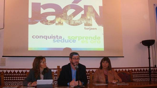 El Ayuntamiento edita 14.000 ejemplares de la nueva guía turística de la capital