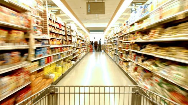 Un supermercado pagará 11.000 euros a una mujer por tropezarse con unas cajas de congelados