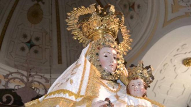 Le multan con 180 euros por hacer una peineta a una Virgen en una romería