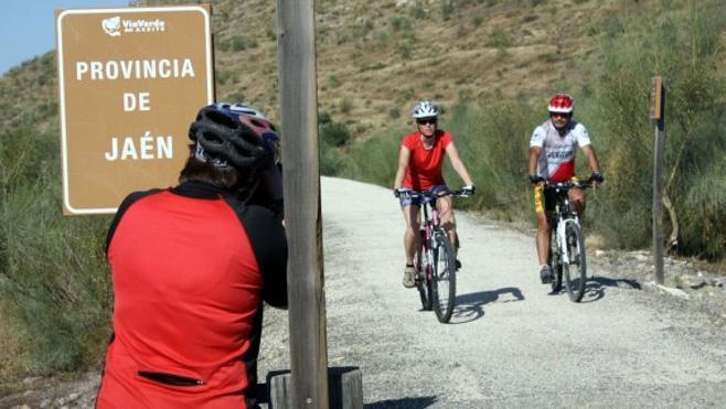 La Junta hará dos nuevos tramos de carril bici con el fin de conectar Jabalcuz y la Vía Verde del Aceite